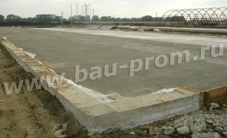 бетонная плита в основании ангара