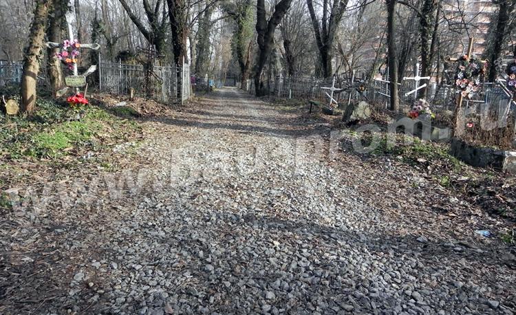 устройство гравийной дороги на кладбище