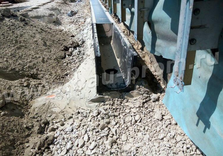 установка лотков водоотведения